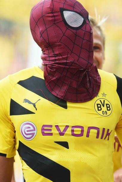 Pierre Aubameyang, jugador de Borussia Dortmund, festejo con una m&aacut...