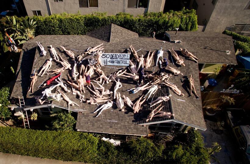Instalación artística de maniquíes por las víctimas del ataque en Orlando