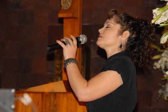La cantante Tatiana interpretó el Ave María durante la ceremonia.