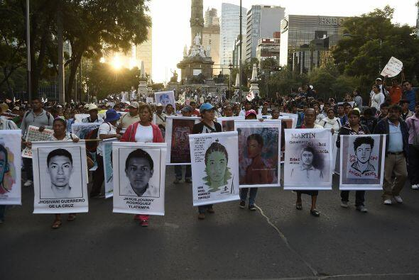 En la marcha participaron al menos 70 escuelas de la Ciudad de México.