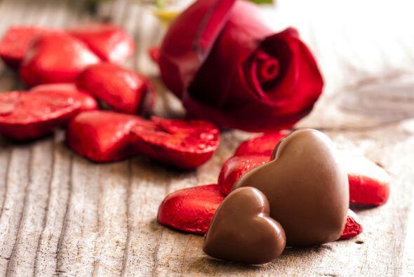 Rosas, bombones, chocolates de todo tipo, piedras como el jade y el zafi...