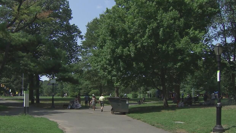 Un hombre violó a una joven autista de 17 años de edad en un parque de B...