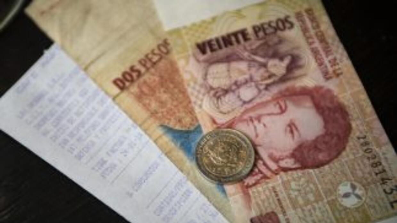 El gobierno argentino anunció nuevas medidas, obligado por la acelerada...
