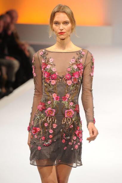 Para la primavera del próximo año, los vestidos con toques florales segu...