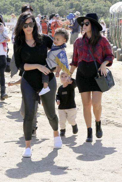 Como Kim es una gran mami y una tía consentidora no dejó de mimar a los...