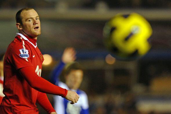 Wayne Rooney fue titular, pero, para no variar, mantuvo su juego irregular.