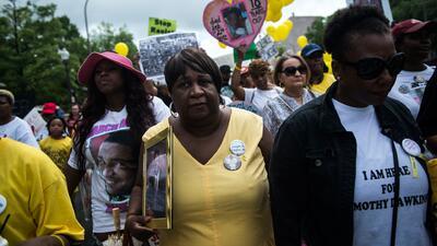 Centenares de madres protestan contra el racismo en Washington
