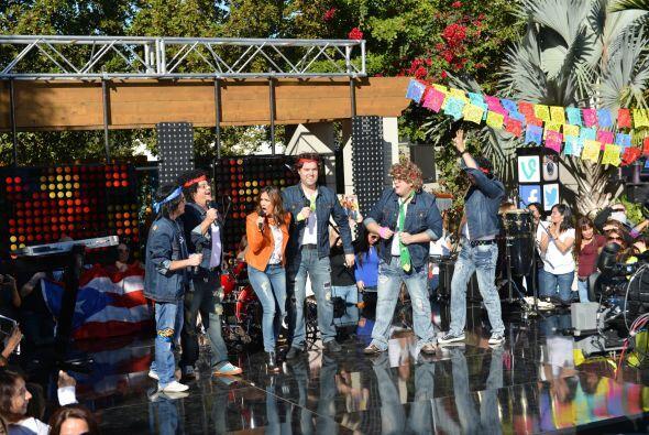¡´Mensudos' se subieron al escenario e hicieron vibrar al público!