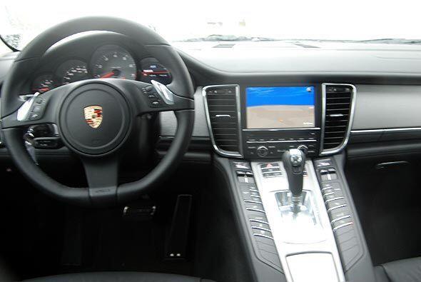 En su inteiror el auto combina un diseño innovador con la última tecnolo...