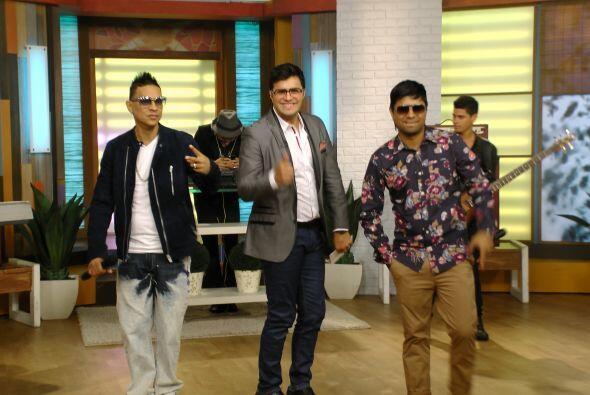 En la música, el dueto de reggaetón Plan B, presentó su más reciente pro...