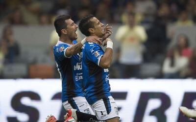 Sanvezzo le dio el triunfo a los Gallos Blancos desde el punto penal.
