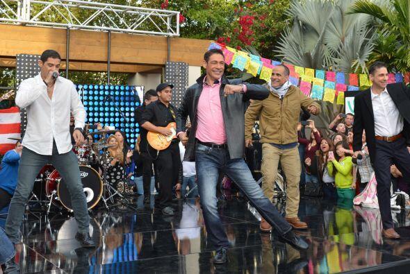 Johnny sacó sus mejores pasos de baile.