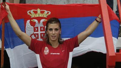 En fotos: apoyo desde los Balcanes de las aficionadas de Serbia y Croacia