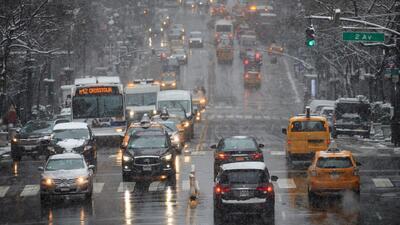 Suspenden reglas de estacionamiento alterno en Nueva York para facilitar tareas de limpieza