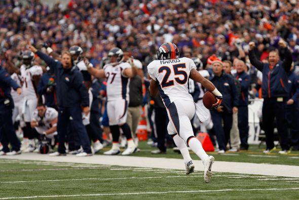 Chris Harris devolvió una intercepción 98 yardas para quit...