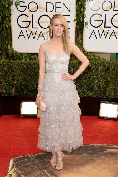 Sarah Paulson lució muy elegante y sensual en el vestido de los diseñado...