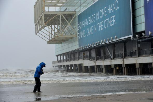 Debido a las ráfagas de vientos e inundaciones las autoridades de Atlant...