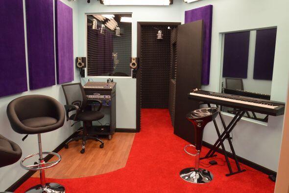 El cuarto de música en el que encontraremos a los participantes en su mo...