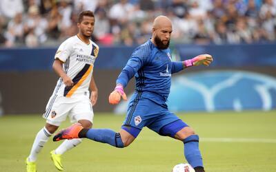 Giovani dos Santos y Tim Howard, dos figuras de la MLS que no jugar&aacu...