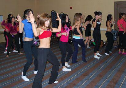 Todas las participantes quieren mostrar sus más sexies movimientos.