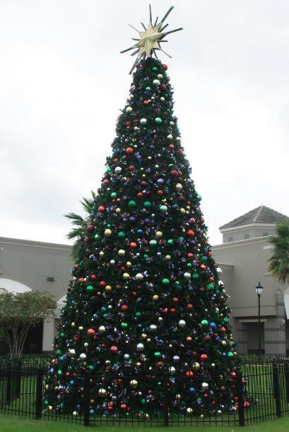 Poco a poco el ambiente de Navidad se hace dueño de la ciudad.