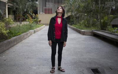 Elsa Espinoza en la urbanización caraqueña Parque Central.