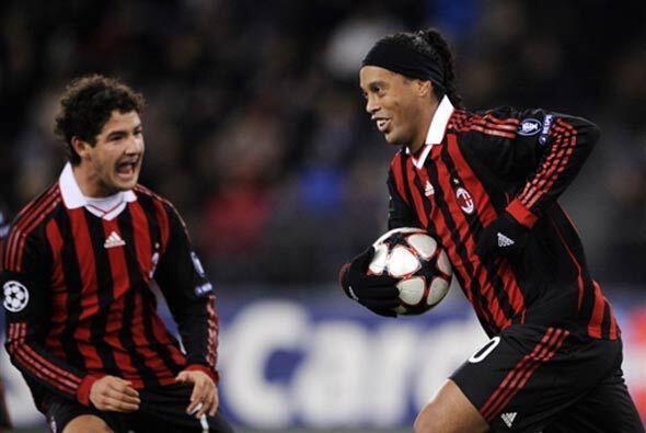 Un gol de Ronaldinho de penalti sirvió para empatar, y el punto le alcan...
