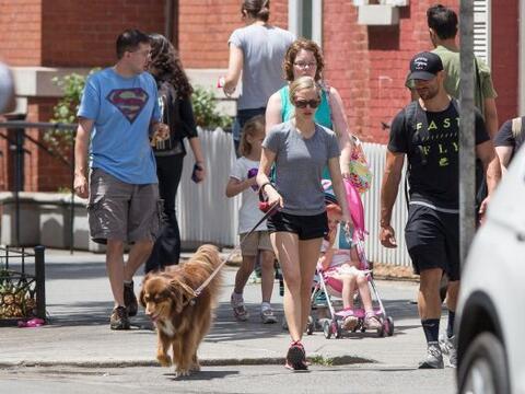 Finn está de suerte, ¡pues Amanda Seyfried es su protectora!