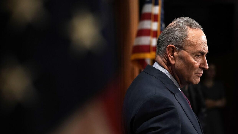 El líder del bloque demócrata en el Senado, Chuck Schumer, ingresa al Ca...