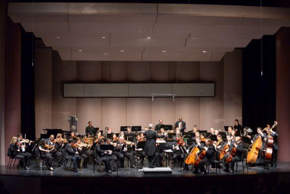 "La Orquesta Filarmónica Latinoamericana de Houston presenta ""Viva Latino..."
