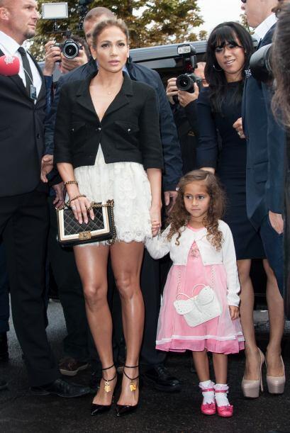 JLo luce de maravilla las prendas de la firma y su pequeña Emme también....
