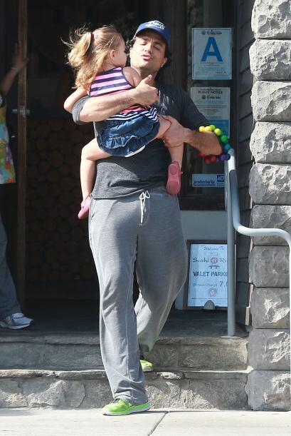 Estaba muy bien acompañado por su hija Elena.Mira aquí lo último en chis...