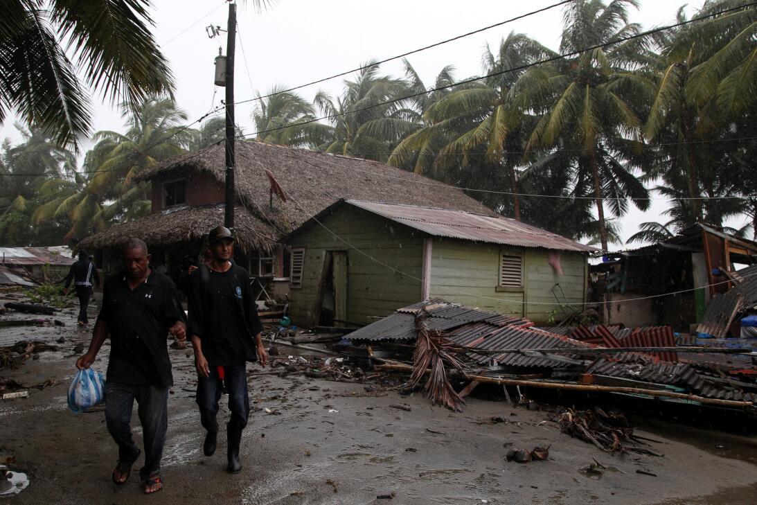 El intenso huracán pasó por la costa norte de República Dominicana luego...