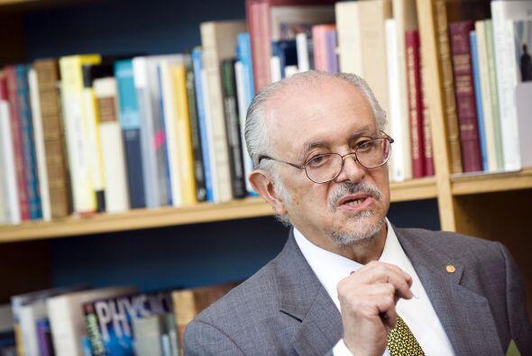 MARIO MOLINA: Fue uno de los precursores de las investigaciones sobre el...