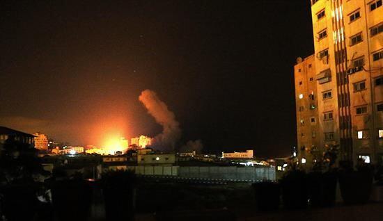 Sin embargo, este jueves en la madrugada los ataques a Gaza continuaban...