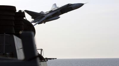 El vuelo rasante de un avión caza que tensó las relaciones entre EEUU y...