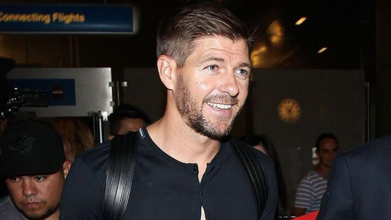 Steven Gerrard arriba a Los Angeles