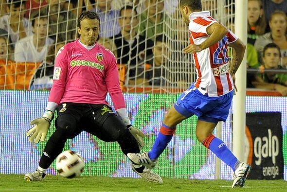 El portugués Simao Sabrosa fue habilitado y convirtió el 1-0 ante la sal...