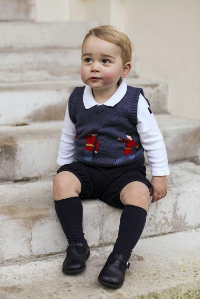 Para el hijo de Kate Middleton, eligieron un lindo chalequito tejido par...