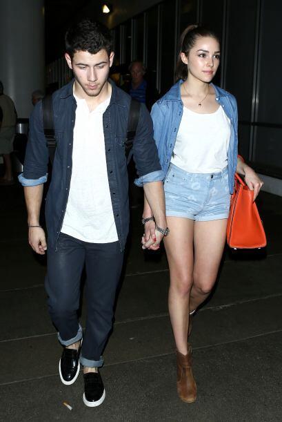 Otros que siempre se ven muy guapos y enamorados son Nick Jonas y Olivia...