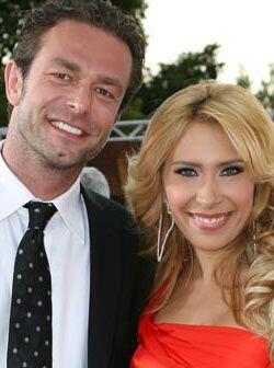 La sexi mexicana llegó al lado de su esposo Christian Carlsen.