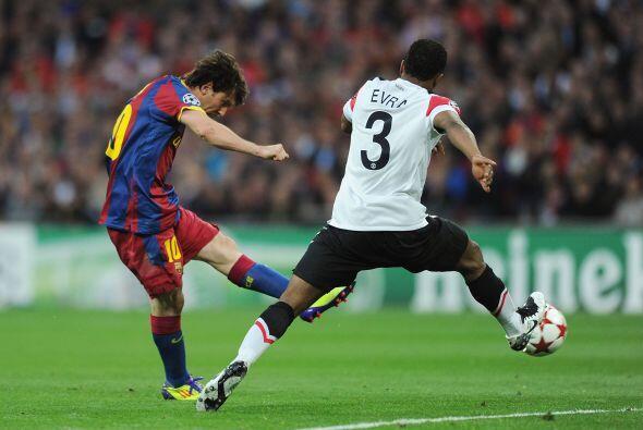 Lionel Messi tomó la pelota fuera del área y sacó un remate que parecía...