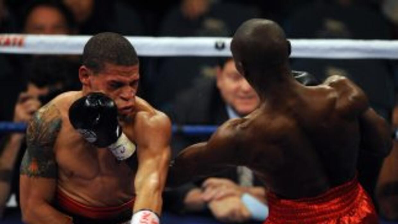 Orlando Cruz, aquí en su pelea con Cornelius Lock, anunció públicamente...