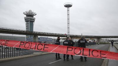 El atacante del aeropuerto de Orly generó una situación de pa´nico y eme...