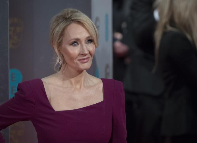 1. J.K. Rowling (Escritora y Productora) - ingresos de 95 millones de dó...