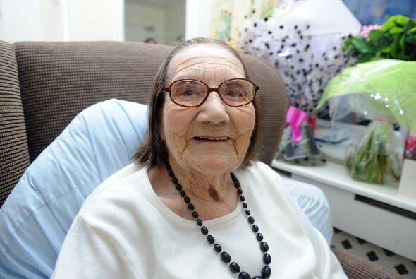 A sus 104 años Freda no es como todas las abuelitas que tienen una cabez...