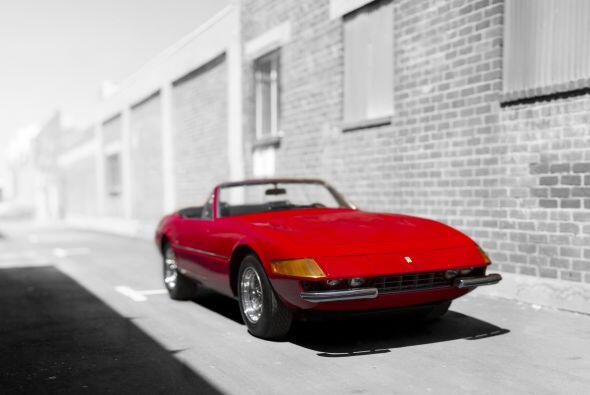 Ferrari le encargó a Scaglietti la transformación de la Cupé (365 GTB/4)...