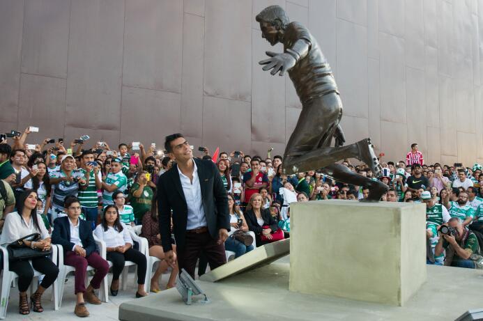 Ídolos del fútbol inmortalizados con esculturas alrededor del mundo 2016...