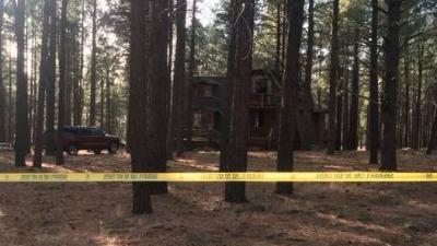 Autoridades creen que la familia llegó a la cabaña el vier...