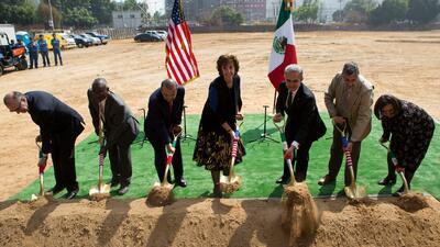 Ponen la primera piedra de la nueva Embajada de EEUU en México, a cargo de constructora que presentó prototipos para el muro